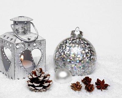 Palline di Natale di paillettes fai da te per un albero scintillante