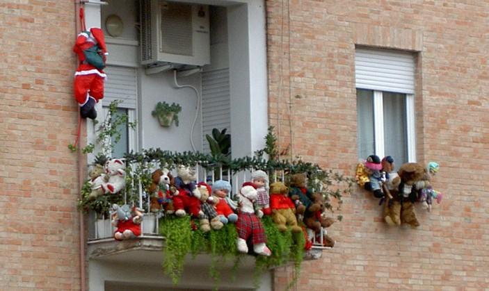 Decorazioni natalizie per il balcone e il terrazzo - Camini decorati per natale ...