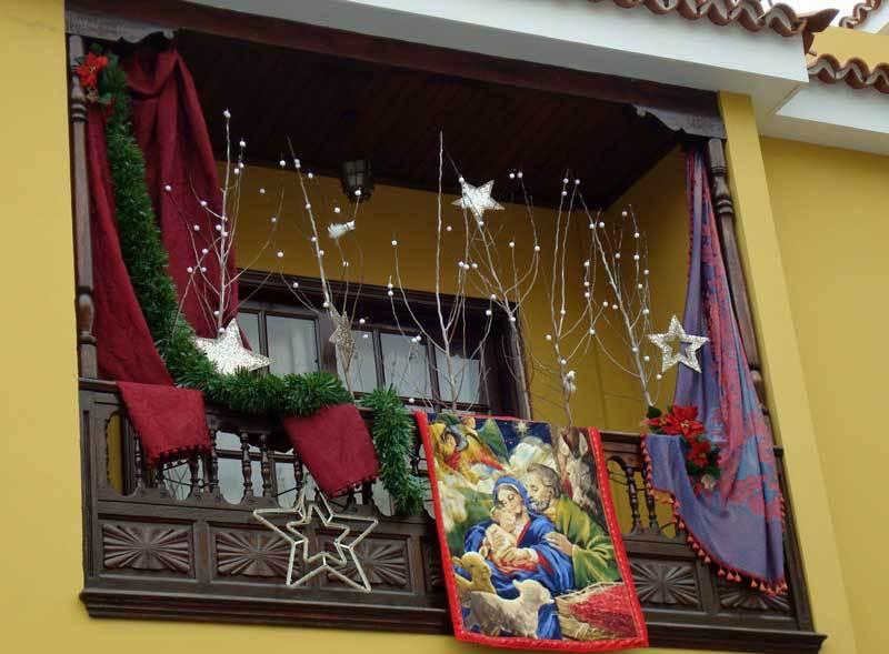 Decorazioni natalizie per il balcone e il terrazzo for Decoracion antejardin