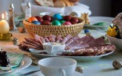 Come apparecchiare la tavola a Pasqua: consigli e idee utili