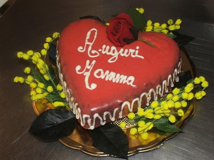 Torta A Cuore Per La Festa Della Mamma
