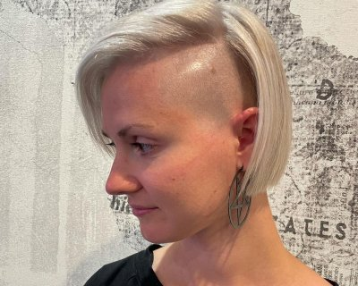 Taglio capelli lunghi rasati da un lato