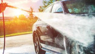 Come lavare l'auto in modo ecologico