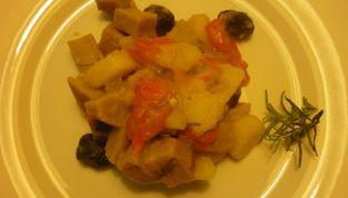 Spezzatino di seitan con patate e peperoni