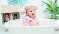 Il primo bagnetto del neonato