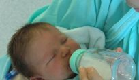 Estrazione del latte materno: manuale o con il tiralatte, ecco come estrarre il latte materno.