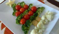 Albero di Natale vegetariano con broccoli e cavolfiori