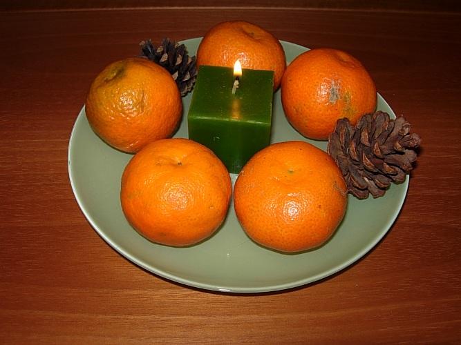 Centro tavola con agrumi e candele - Centro tavola con frutta ...