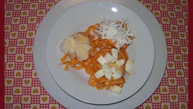 Nidi di pasta ai tre formaggi