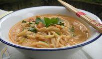 Zuppa di verdure con Noodles alla Thailandese