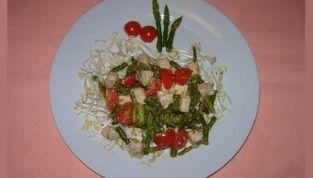 Cubetti di pesce spada con asparagi e pomodorini
