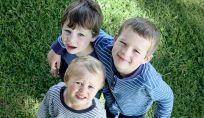 Bambino sandwich, quello di mezzo tra tre: esigenze e comportamenti