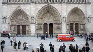Si suicida a Notre-Dame per opporsi alle nozze gay