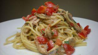 Spaghetti con alici fresche e finocchietto