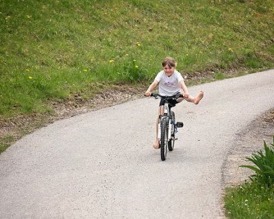 Bambini In Bicicletta In Tutta Sicurezza