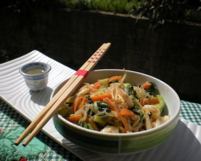 Spaghetti di soia con gamberi e verdure