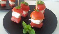 Mise en bouche estivi di feta, anguria e pomodoro
