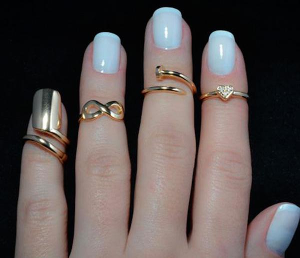 aspetto dettagliato 827ee fb0ce Knuckle rings: gli anelli a metà dito