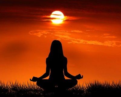 Yoga, ascoltare il corpo e rilassare la mente