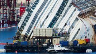 Costa Concordia tornata in posizione verticale