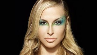 Anastacia: «Ho fatto una doppia mastectomia»