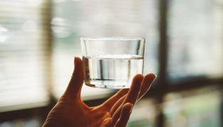I benefici di bere acqua in gravidanza
