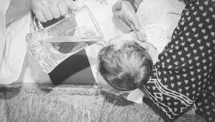 Mamma Kate, splendida, sceglie McQueen per il battesimo del Royal Baby