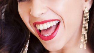 Pulire i denti in modo naturale