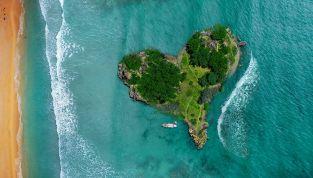 Angelina Jolie regala un'isola a Brad Pitt per il suo 50° compleanno