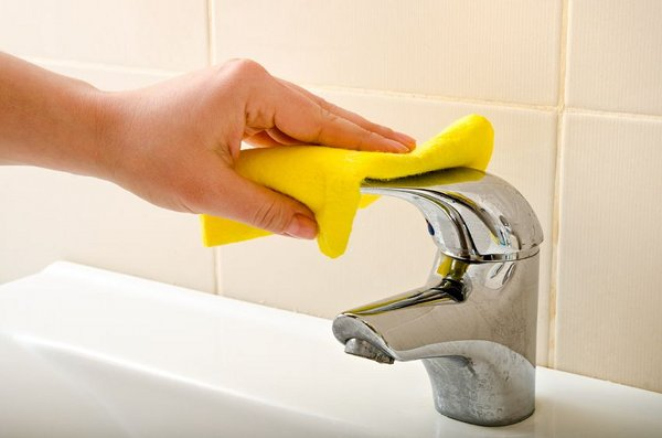Pulizie domestiche consigli su come risparmiare - Bagno con bicarbonato ...