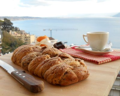 Treccia di pan brioche al cioccolato, un dolce buongiorno