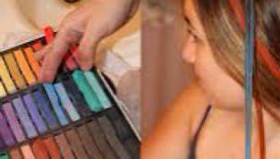 Hair chalk, colorati i capelli con i gessetti