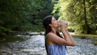 Quanta acqua bere al giorno per mantenersi in forma?