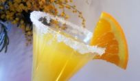 Cocktail mimosa come brindisi per l'8 marzo