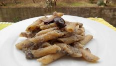 Pasta con crema di merluzzo e olive, il pesce per tutta la famiglia!