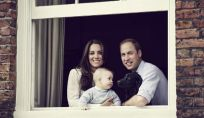 Kate Middleton, il principe William e George: la nuova foto ufficiale della Royal family