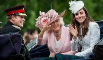 Kate Middleton splendida in bianco al compleanno della regina Elisabetta II