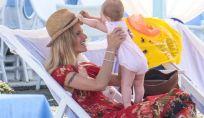 Michelle Hunziker primo bagno con Sole