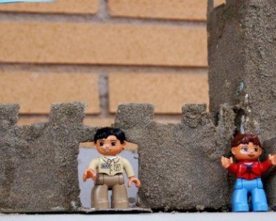 Lavoretti con la sabbia: come fare un castello con materiale riciclato