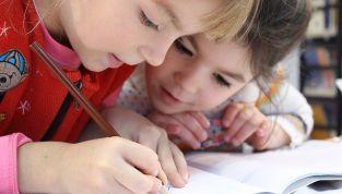 Bambini a scuola a 5 anni: pro e contro