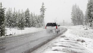 Guidare sotto la neve senza... farsi prendere dal panico