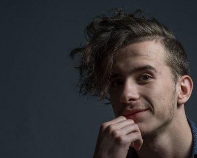 Taglio di capelli scalati per uomo