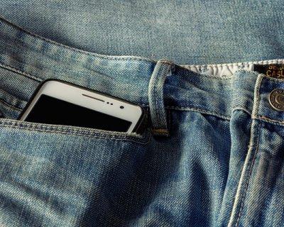 La moda si adegua alla tecnologia: tasche più grandi per iPhone 6