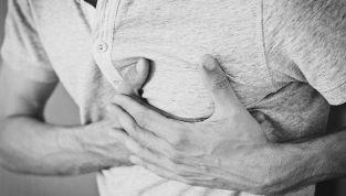 Reflusso gastrico: perché quel bruciore al petto?