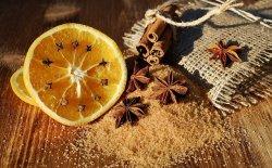 Decorazioni di natale con le arance