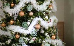 Addobbare la casa con stile grazie a stupendi alberi di Natale finti