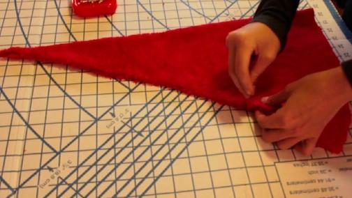 Come fare un cappello di Babbo Natale di stoffa 92f61574bbac