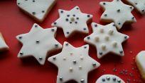 Stelle di Natale decorate con pasta di zucchero