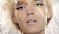 Make up glitter per Capodanno su viso, labbra, occhi