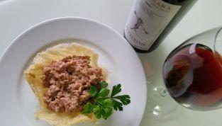 Risotto al vino rosso in cestini di parmigiano